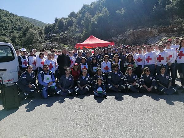 تشجير بلدة كفون بالتعاون بين قطاع الشباب والناشئين في الصليب الأحمر وجمعية إنسان للبيئة والتنمية